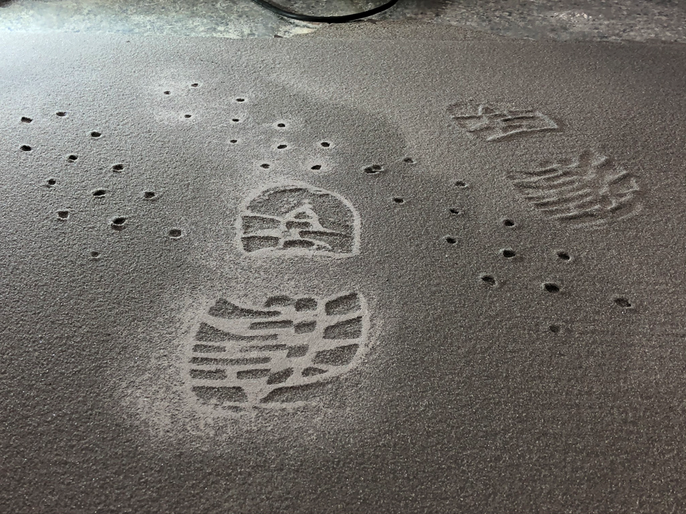 How to repair marks in resinous floor